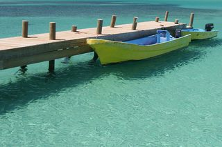 800px-Bay_at_Roatán